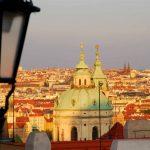 Prag vom Fluss betrachtet